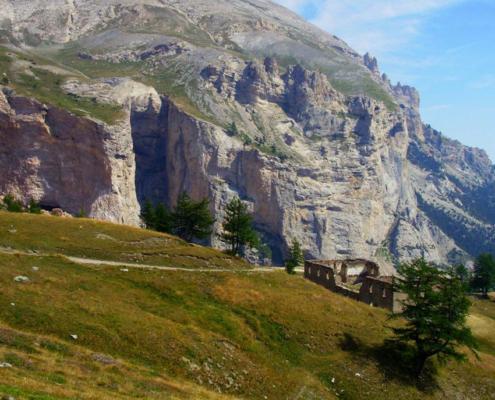 Monte Seguret e la strada per la galleria dei Saraceni